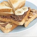 Toast with hazelnut spread and bananas.