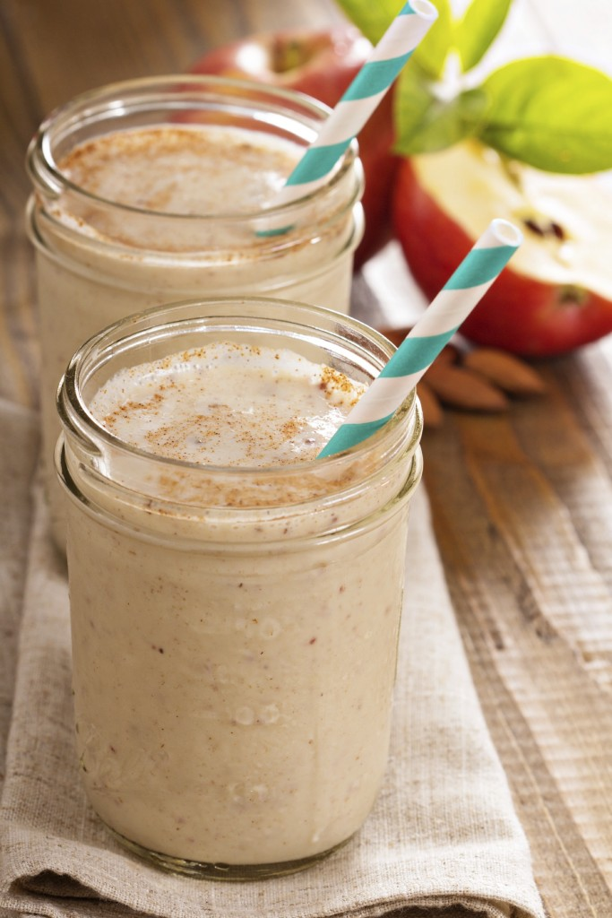 Apple banana cinnamon smoothie in small jars