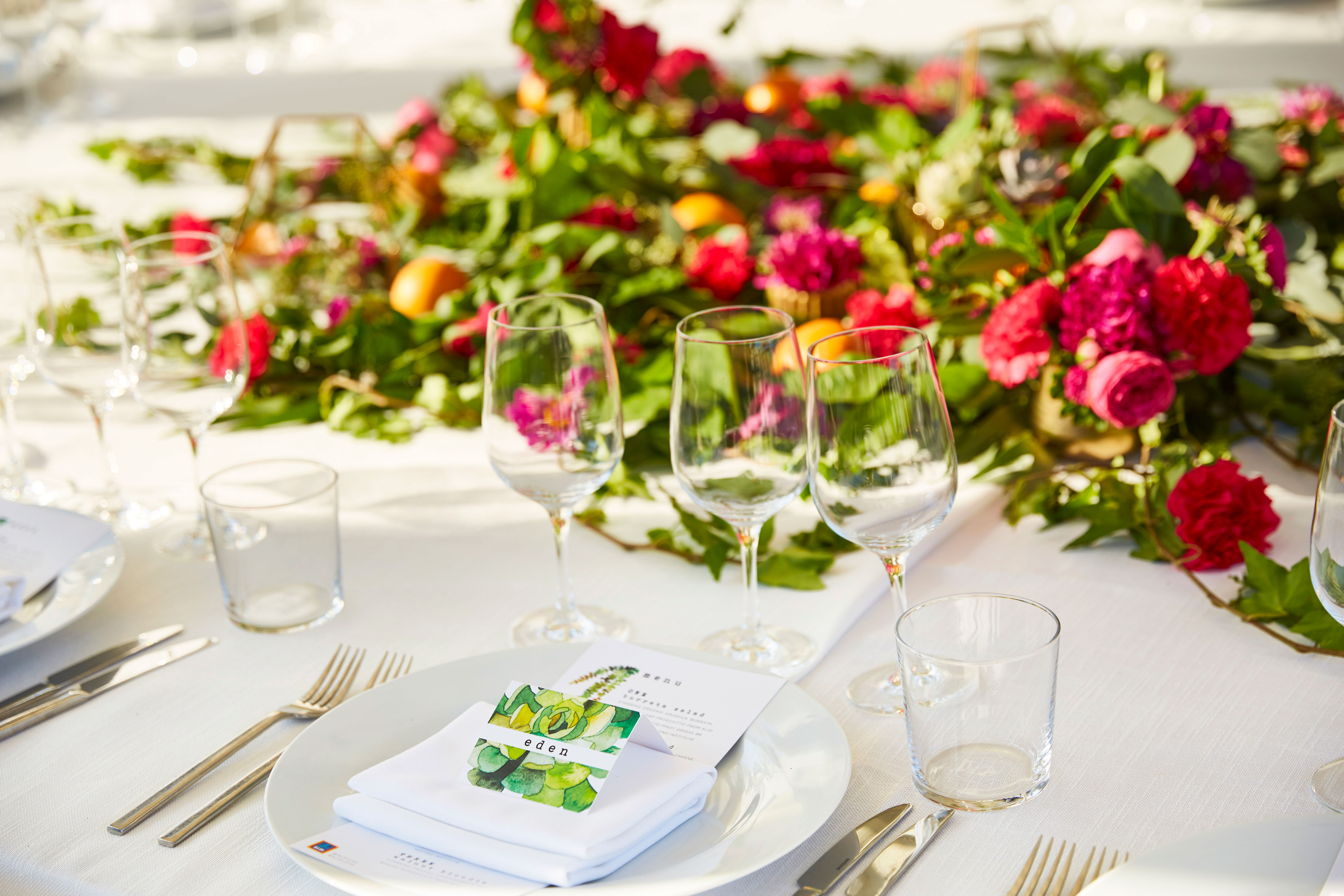 A beautiful place setting with a fresh flower centerpiece.