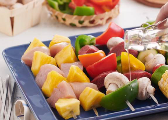 Skewers with chicken, pineapple and assorted vegetables.